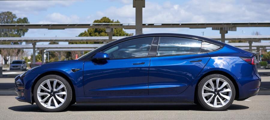 Tesla Model 3 Long Range RWD Deep Blue Metallic